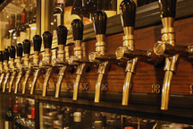 Small_panorama_most_wines_on_tap_flash