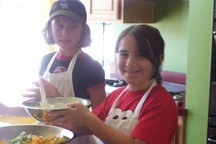 Small_2_girls_prepping_food